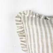 Kissen Moa Leinen beige gestreift Detail